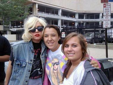 Леди Гага с фанатами