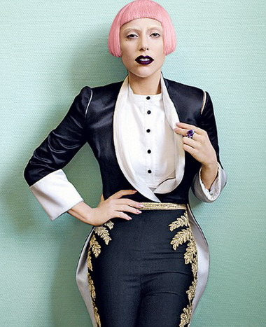 Леди Гага покупает нелегальные модные вещи