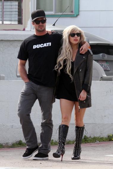 Леди Гага сыграет свою свадьбу в провинции