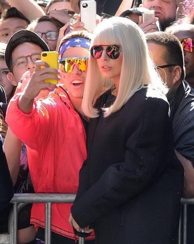 Леди Гага стала гальеристкой